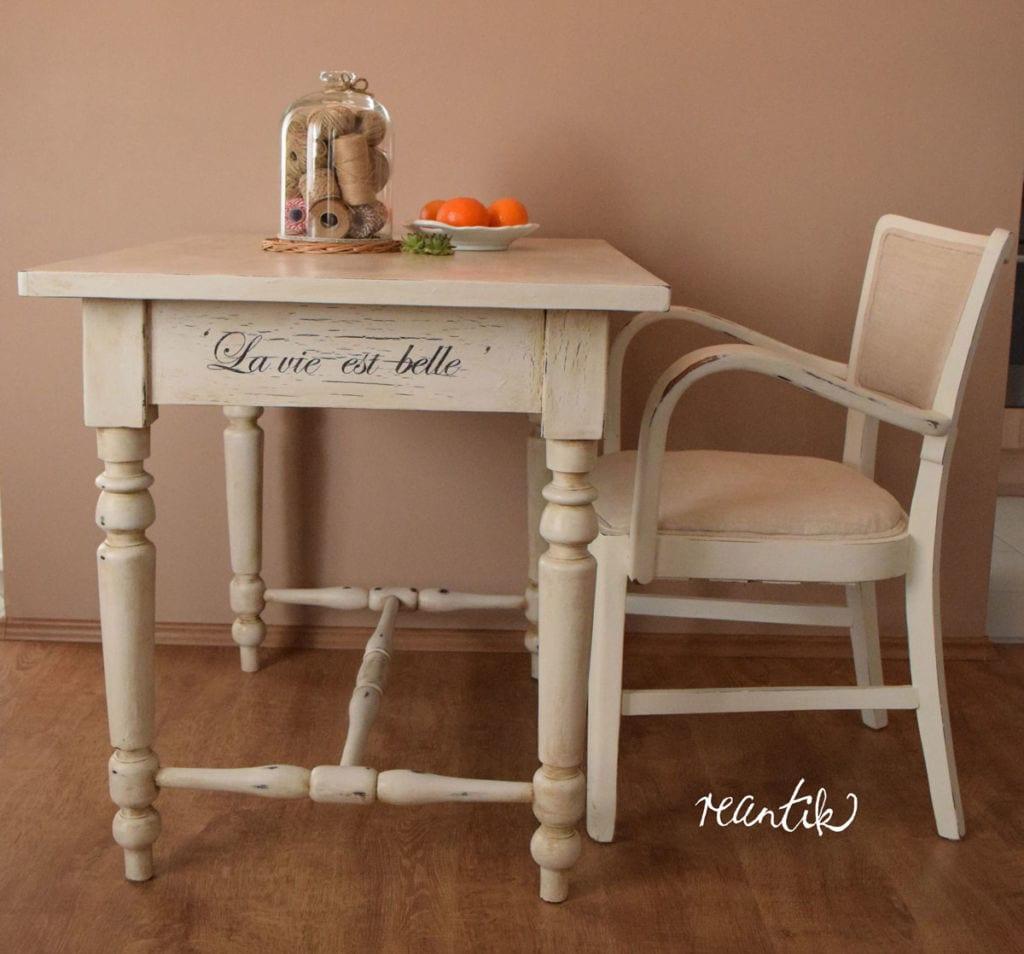 régi asztal és szék