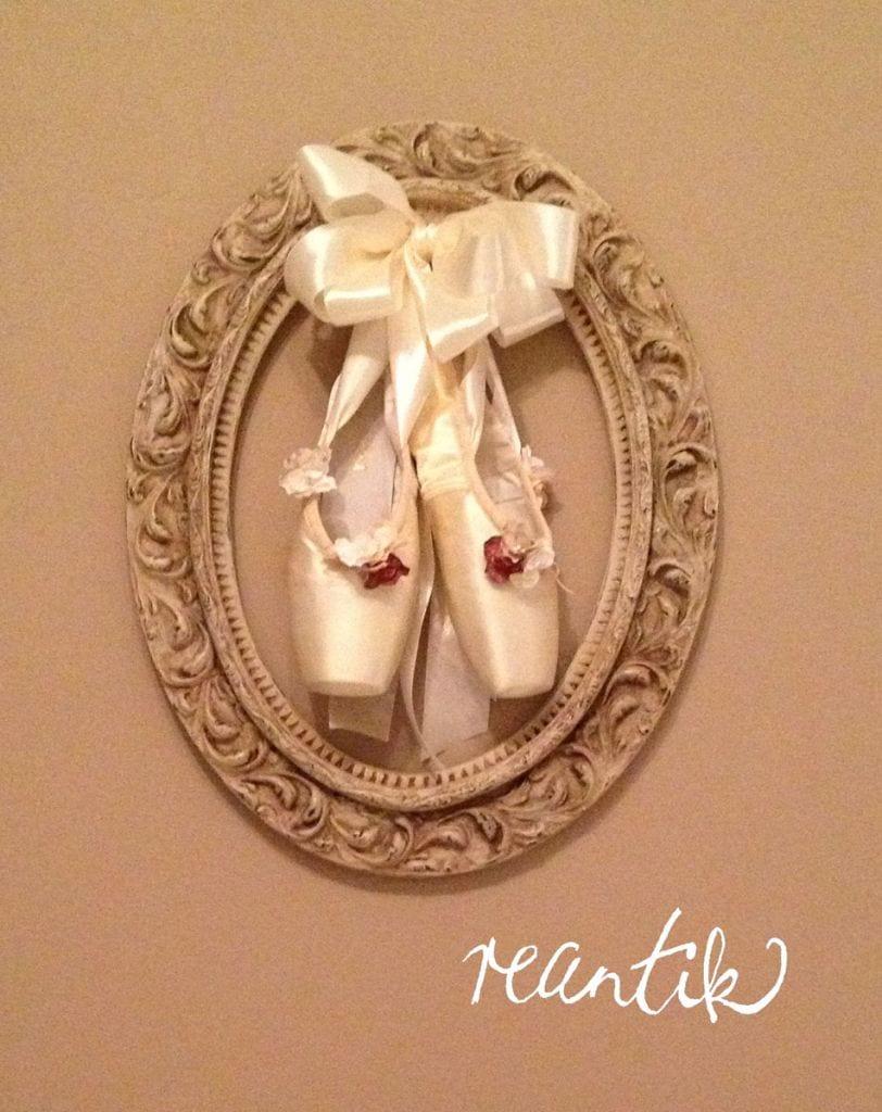 antik blondel ovális képkeret balettcipővel - reantik módra