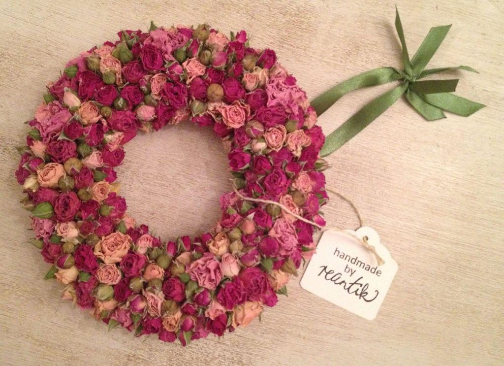 apró illatos rózsából készített koszorú - 19 cm