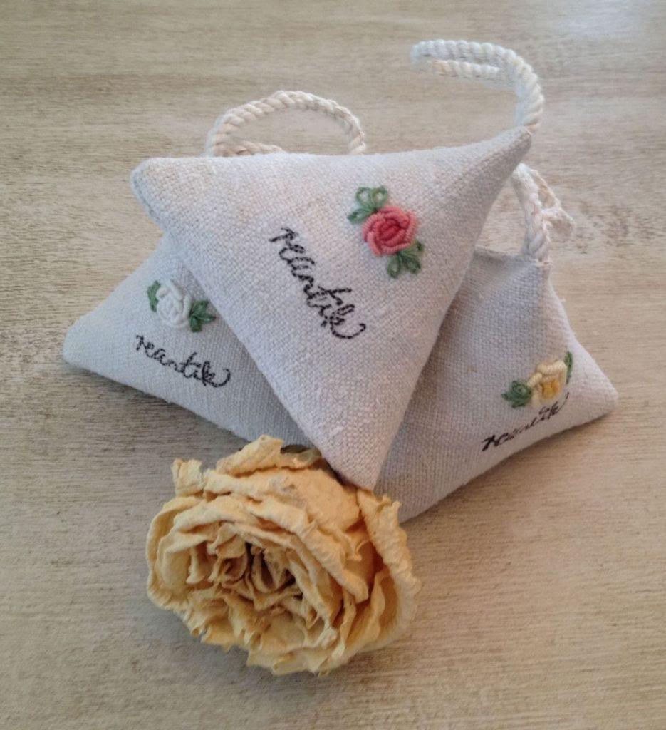 illatosítópárnácska - rózsaillattal és rózsaszirmokkal töltve