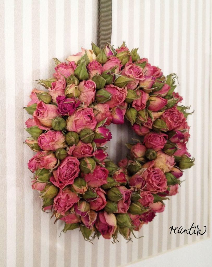 apró illatos rózsából készített koszorú  - 14 cm