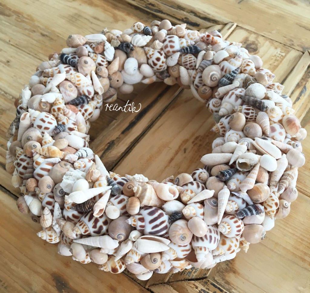 kagylókból és csigaházakból készült koszorú - 25 cm